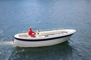 Dieselboote mit Echolot und GPS stehen zur Verfügung.